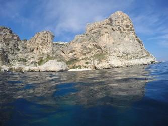 Ruta Granadella - Moraig - Ruta Granadella - Moraig - Cala dels Testos entre acantilados de roca.