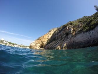 Snorkel platya del Portet - Snorkel platya del Portet - Acantilado rocoso, detalle de los pliegues de la roca.