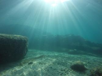 Snorkel en Cala Racó de Conill - Snorkel en Cala Racó de Conill - Fondo marino arenoso y rocoso.