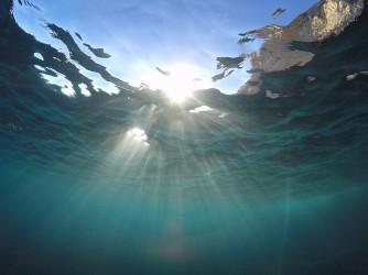 Snorkel en Cala Racó de Conill - Snorkel en Cala Racó de Conill - Rayos del sol atravesando el agua.