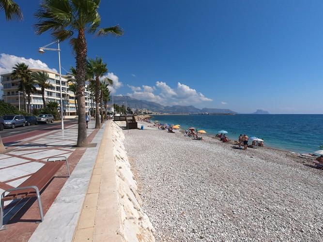 Cap Blanch Beach - Cap Blanch Beach - Views of the promenade that continues to El Albir.