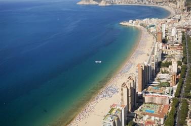 Playa de Levante - Playa de Levante - Vista panorámica de la playa con la Cala de Finestrat al fondo.