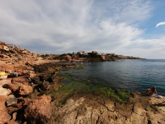 Crique de la Zorra - Crique de la Zorra - Une plate-forme rocheuse où vous pouvez prendre un bain de soleil et accéder à l'eau.