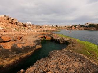Crique de la Zorra - Crique de la Zorra - Détail de la formation rocheuse caractéristique de cette anse, qui crée une piscine naturelle très intéressante.