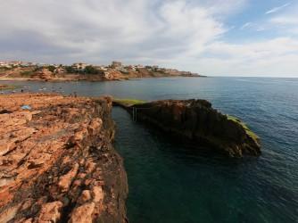 Cala de la Zorra - Cala de la Zorra - Conexión al mar de la piscina natural. Donde se puede saltar desde lo alto.