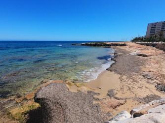 Cala Piteras - Cala Piteras - Detalle de la cala, con acumulaciones de posidona que indican la calidad de sus aguas.