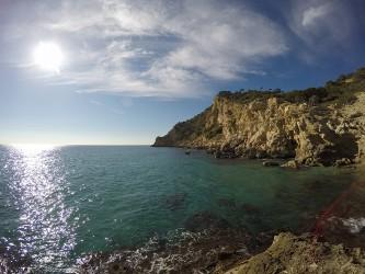 Cala Finestrat - Cala Finestrat - Vista panorámica del acantilado sud de la la cala Finestrat - Benidorm - Alicante