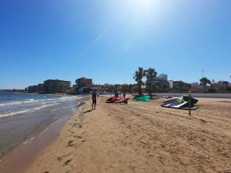 Playa de los Náufragos - Playa de los Náufragos - Grupo de personas que acaban de practicar Kite Surf.