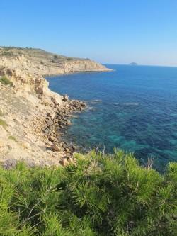 Playa del Torres - Playa del Torres - Vistas acantilado norte con la isla de Benidorm al fondo.