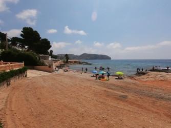 Cala de les Platgetes - Cala de les Platgetes - Amplia zona de arena que conecta toda la zona y cala de cantos rodados.
