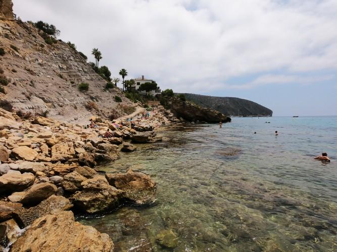 Cala del Portixol - Cala del Portixol - Vistas desde la zona más al este, aguas cristalinas.