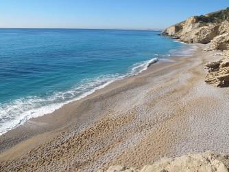 Platja de l'Esparrelló - Platja de l'Esparrelló - Vistes des de l'alt de les roques amb zones àmplies de sorra i grava fina.