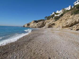 Platja de l'Esparrelló - Platja de l'Esparrelló - Detall de la platja de grava fina.