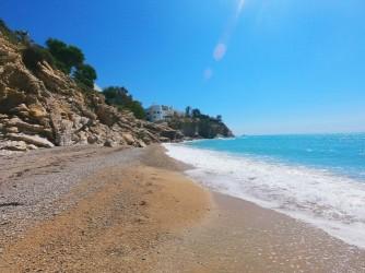 Platja de l'Esparrelló - Platja de l'Esparrelló - Detall de la platja amb mescla de sorra i grava fina.