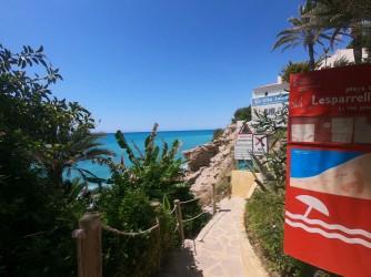 Platja de l'Esparrelló - Platja de l'Esparrelló - Entrada al paradís que és aquesta platja nudista amb abundant vegetació.