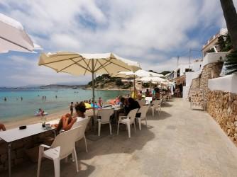 Playa del Portet - Playa del Portet - Zona del paseo marítimo con mesas de los bares y restaurantes.
