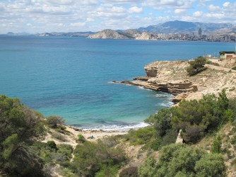 Almadraba Cove - Almadraba Cove - Views of the cove from the road. Rocky area and Benidorm bay on the right.
