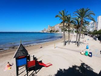 Playa de la Albufereta - Playa de la Albufereta - Zona de juegos, ideal para niños.