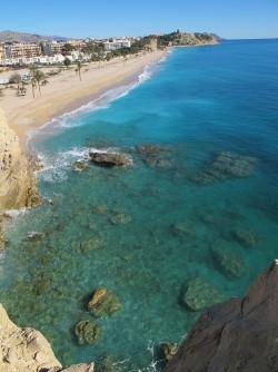 Playa del Paraíso - Playa del Paraíso - Vista panorámica de la playa. Detalle de la zona rocosa por donde practicar snorkel.