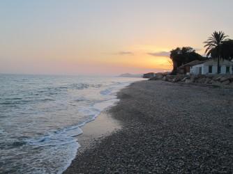 Playa del Paraíso - Playa del Paraíso - Puesta de sol vista desde la zona norte de la playa. Cerca del Camping Paraiso.