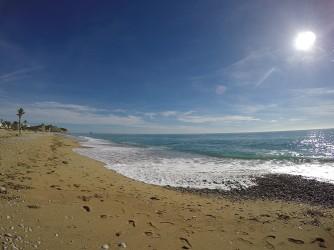 Playa del Paraíso - Playa del Paraíso - Vistas a pie de playa de sur a norte.