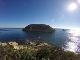 Illa del Portixol - Illa del Portixol - Vista panoràmica de la illa e illot, amb aigües cristal·lines, fons marí rocos amb posidonia oceànica.