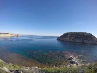 Illa del Portixol i Cap Prim - Illa del Portixol i Cap Prim - Vistes panoràmiques des del mirador. Aigües cristal·lines amb fons marí rocós i zones arenoses i de posidonia oceànica.