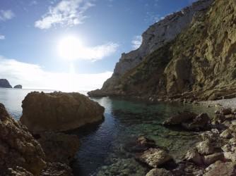 Cala Granadella - Cala Granadella - Detalle zona derecha, rocas y pequeña cala