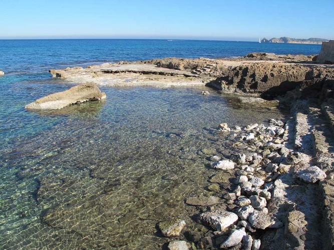 Cala del Ministro - Cala del Ministro - Escalaleras de acceso al mar esculpidas en la piedra.
