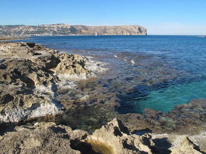 Cala del Ministro - Cala del Ministro - Zona rocosa, que crea mutlitud de rincones interesantes para ver practicando snorkel.