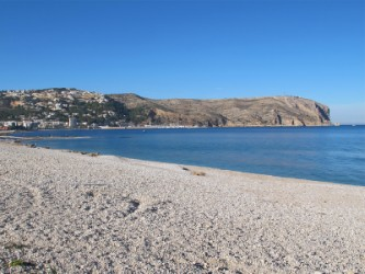 Playa Benissero o Muntanyar - Playa Benissero o Muntanyar - Zona de la playa de grava con vistas al Cabo de San Antonio.