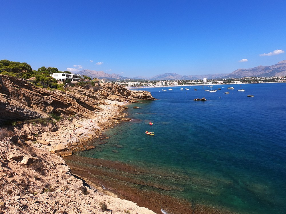 Panoramic view of the cove and beach of Albir.
