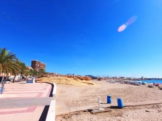 Playa Calle la Mar - Playa Calle la Mar - Paseo marítimo y zona rocosa.