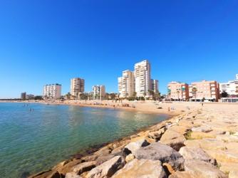Playa Calle la Mar - Playa Calle la Mar - Zona con hamacas y carpa.