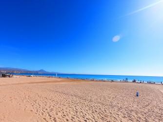 Playa de Muchavista - Playa de Muchavista - Zona muy amplia de arena.