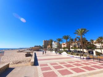 Playa de Muchavista - Playa de Muchavista - Paseo marítimo amplio con chiringuitos, restaurantes, heladerías y bares.