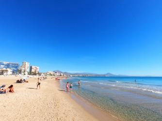 Playa de Muchavista - Playa de Muchavista - Panorámica mirando hacia el norte. Aguas cristalinas.