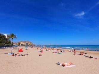 Playa del Postiguet - Playa del Postiguet - Playa de grandes dimensiones y arena fina y dorada.