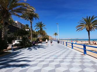 Playa del Postiguet - Playa del Postiguet - Amplio paseo marítimo.
