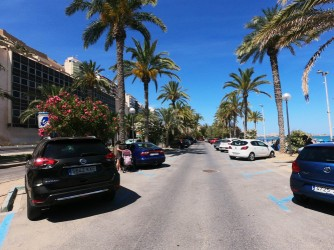 Playa del Postiguet - Playa del Postiguet - Aparcamiento de zona azul, justo al lado de la playa con numerosos aparcamientos.