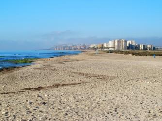 Playa canina Aigua Amarga - Playa canina Aigua Amarga - Vistas hacia el sur, urbanización Urbanova y playa Saladar.