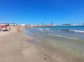 Playa de San Gabriel - Playa de San Gabriel - Primera línea de playa con el puerto al fondo.