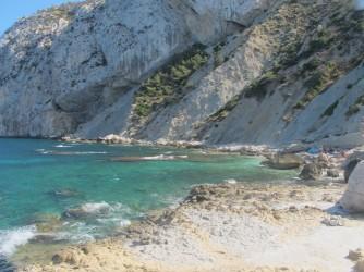 Crique Del Penyal - Crique Del Penyal - Plate-forme rocheuse qui forme la crique. Au pied du rocher d'Ifach.