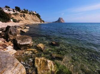 Playa Portet Blanc - Playa Portet Blanc - Detalle de la zona de rocas y de las aguas cristalinas.