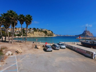 Playa Portet Blanc - Playa Portet Blanc - Zona de aparcamiento antes de la playa con espacio para unos diez coches.