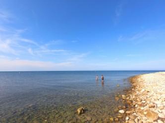 Playa la Almadraba - Playa la Almadraba - Detalle del mar en calma y las aguas cristalinas.