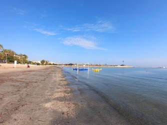 Playa Marineta Casiana - Playa Marineta Casiana - Zona norte de la playa, con una gran zona para tomar el sol zona para personas de baja movilidad.