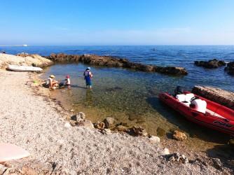 Cala El Trampolí - Cala El Trampolí - Pequeña calita que sirve de acceso al mar para embarcaciones, tiene una rampa para bajarlas por ella.