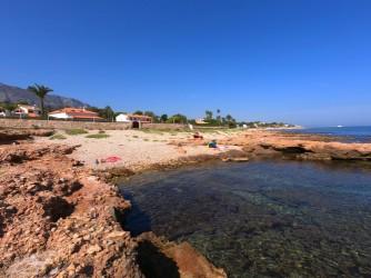 Cala Punta Negra - Cala Punta Negra - Otra de las calas de cantos rodados y rocas.