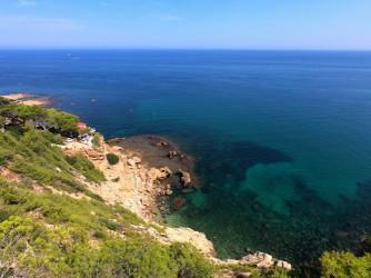 La Cala en les Rotes - La Cala en les Rotes - Panorámica de la cala. Precioso día de mar tranquilo en el Mediterráneo.